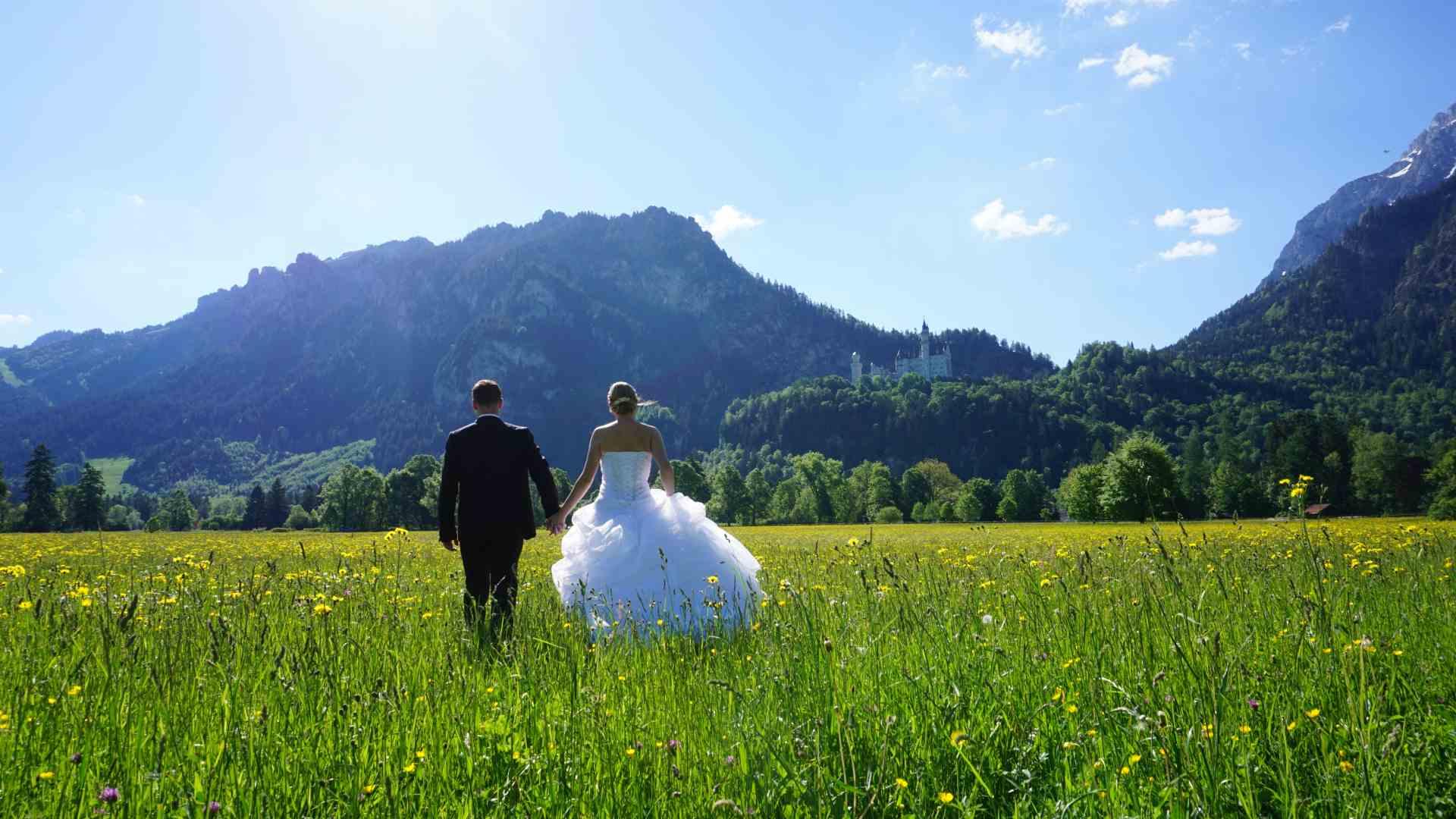 Brautpaar vor der Kulisse von Schloss Neuschwanstein