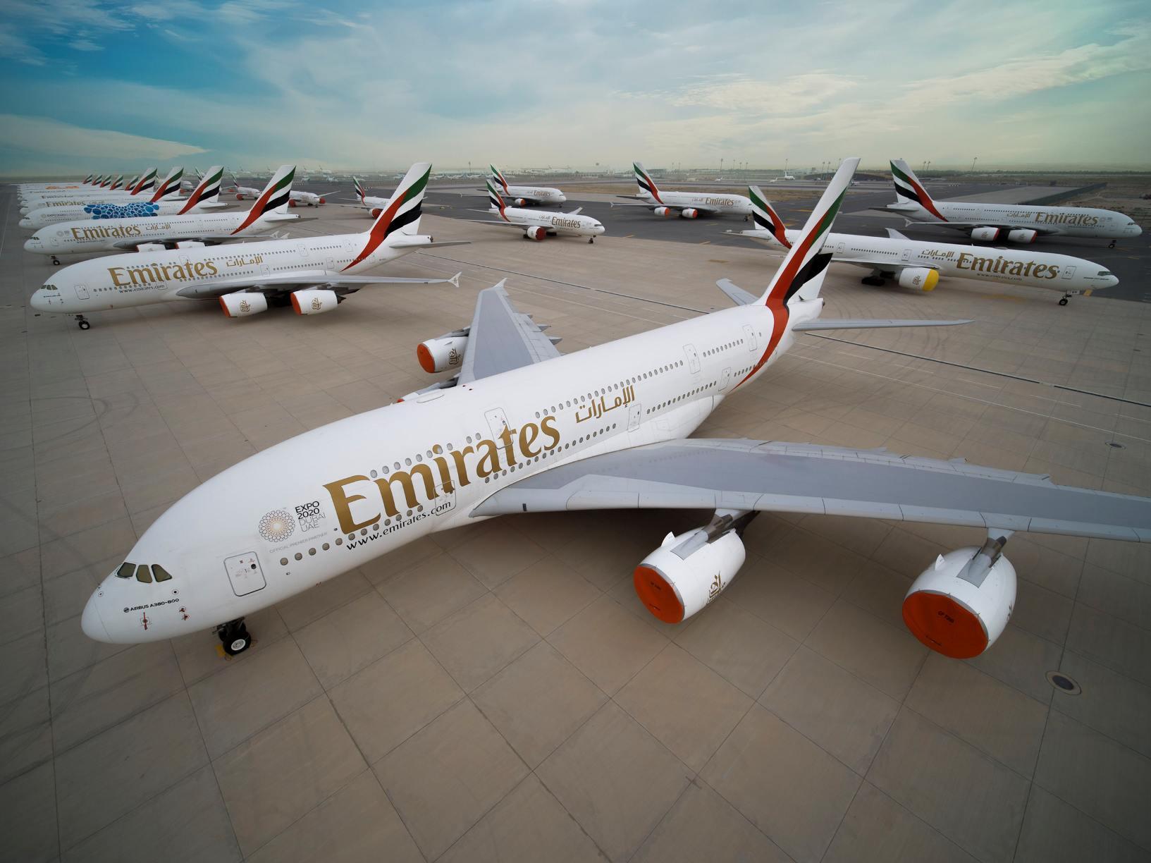 Geparkte Emirates Großraumflugzeuge in Dubai