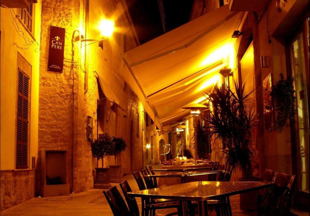 Abendstimmung in der Altstadt von Alcudia
