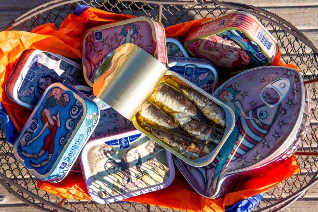 Französische Ölsardinen in kunstvollen Dosen