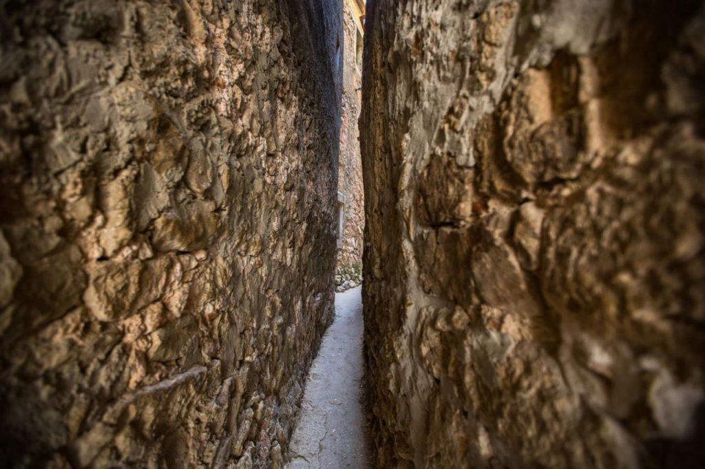 Schmalste Straße der Welt auf Krk