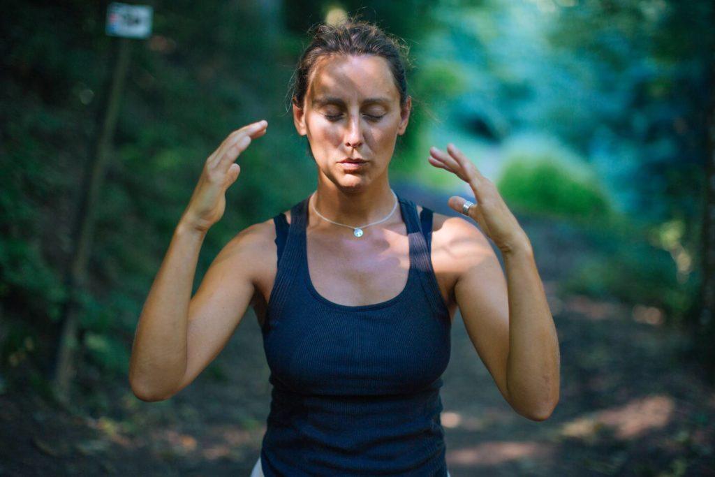 Aktivierung der Sinne mittels Waldsophrologie
