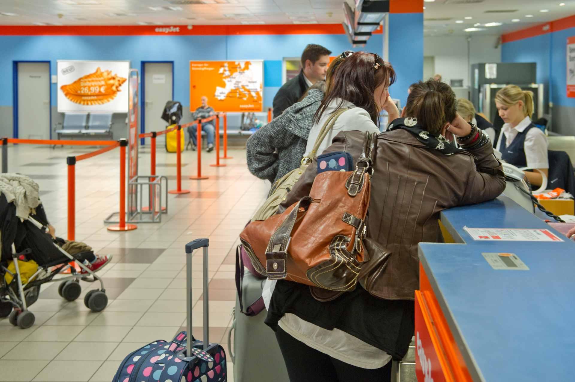 Check-In Schalter Flughafen Berlin-Schönefeld