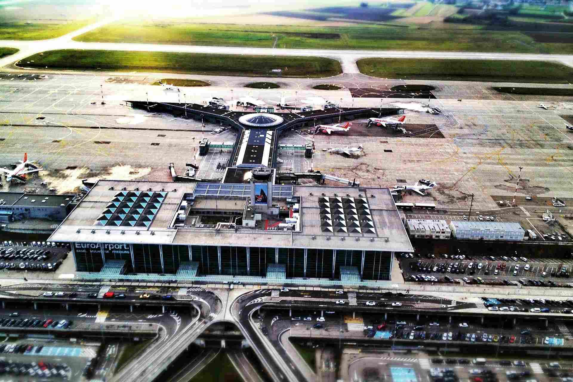 Flughafen Basel-Mühlhausen Terminal aus der Luft