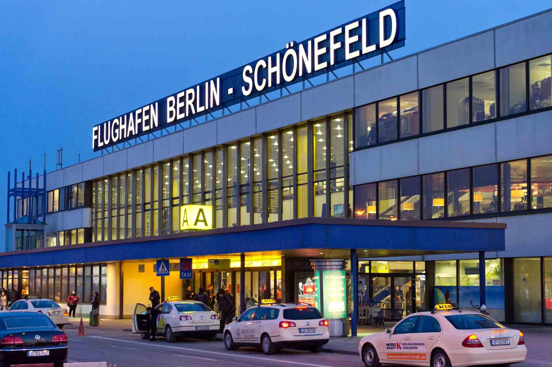 Flughafen Berlin-Schönefeld Vorfahrt Terminal A