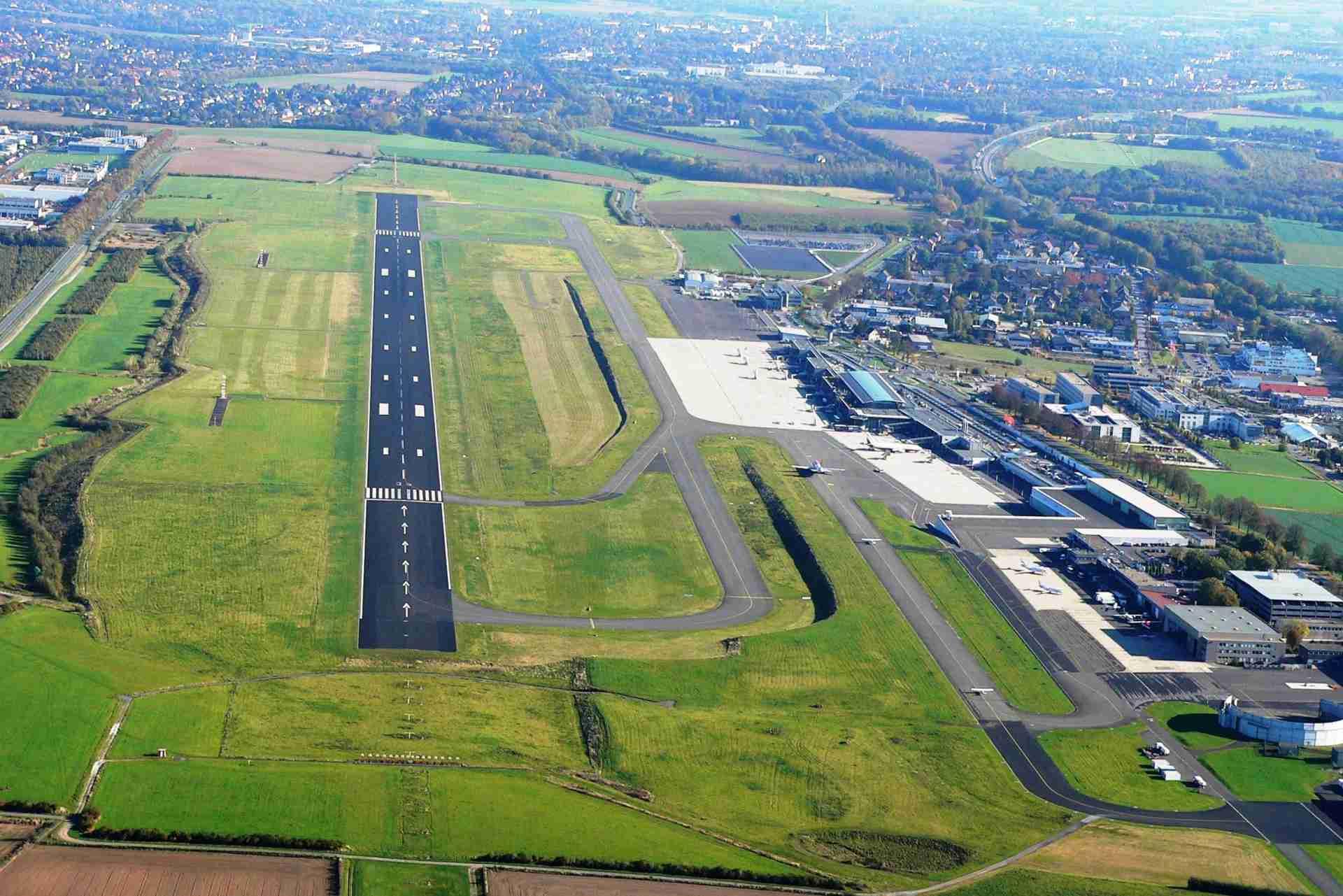 Flughafen Dortmund Start- und Landebahn aus der Luft