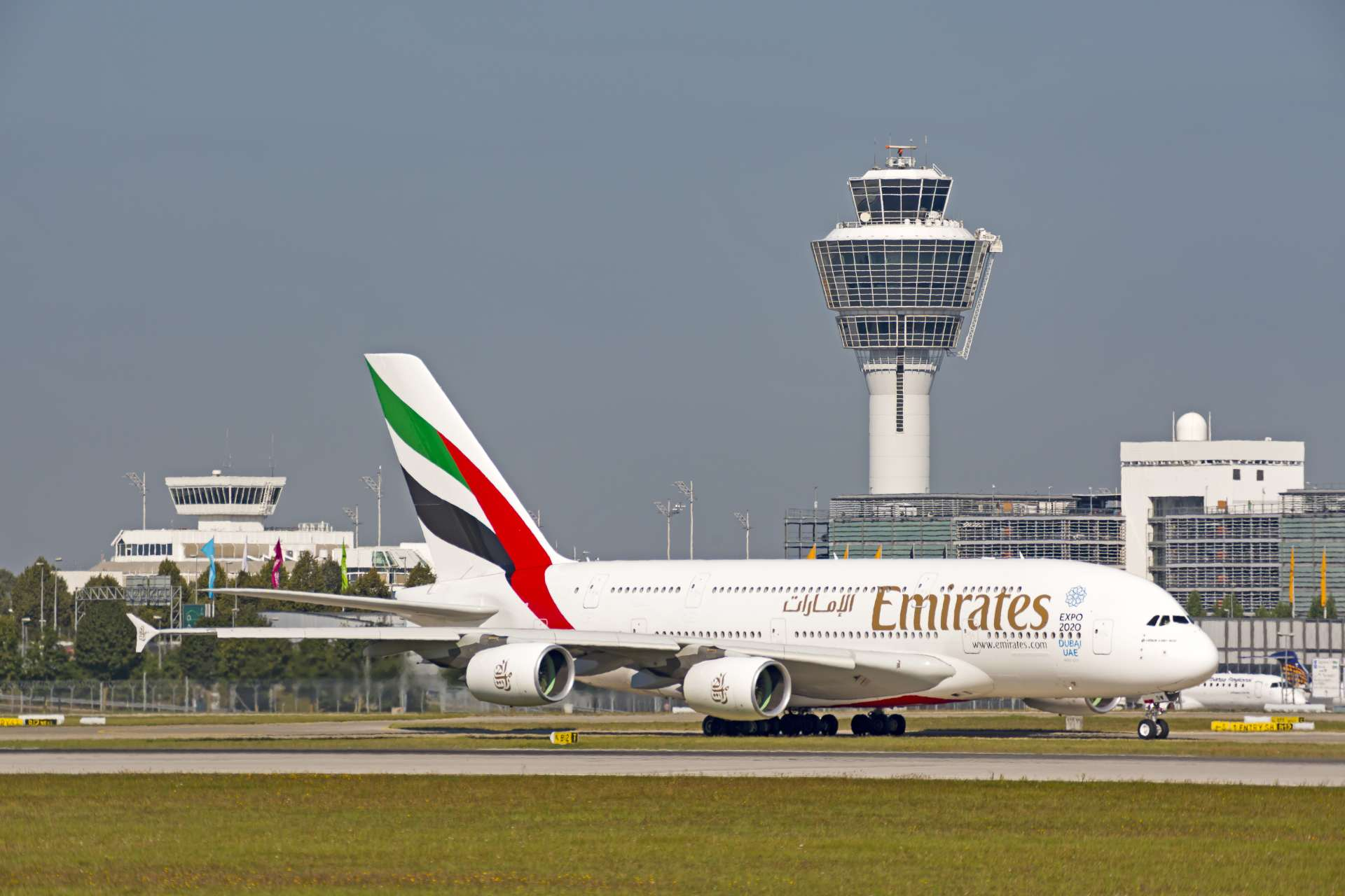 Flughafen München Emirates Airbus A380 auf dem Rollfeld