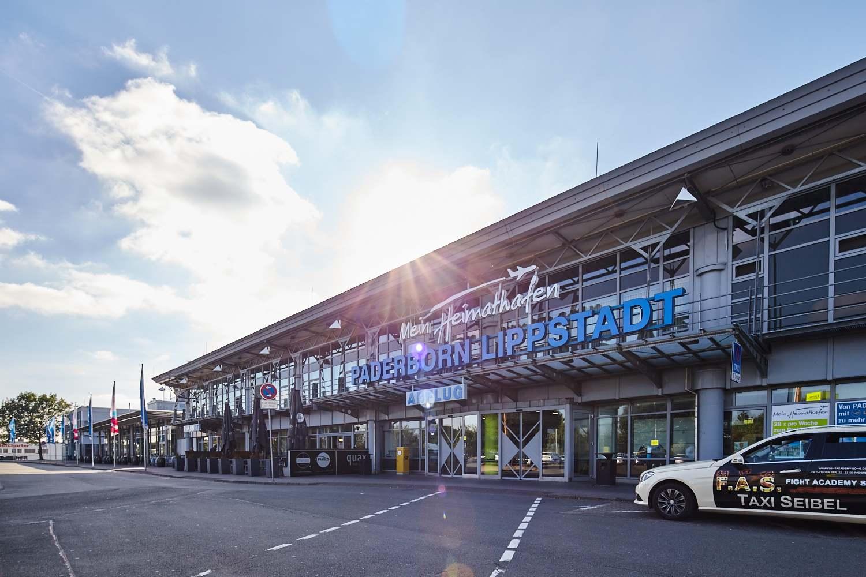 Flughafen Paderbon-Lippstadt Terminal Haupteingang