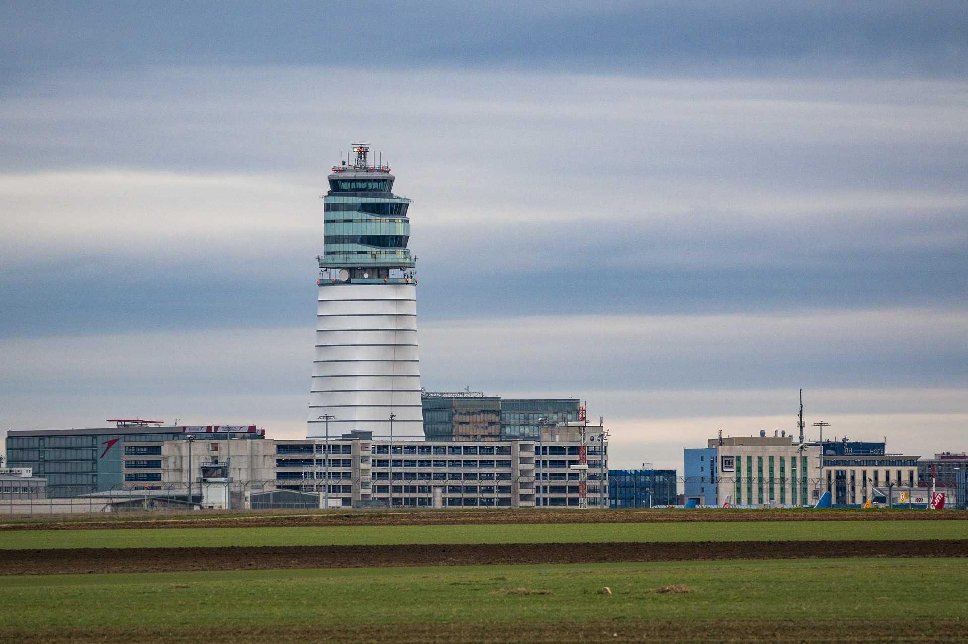 Flughafen Wien Tower und Gelände