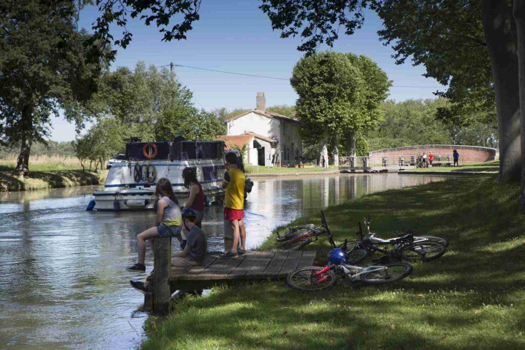 Kanal-Schleuse im Laurageais