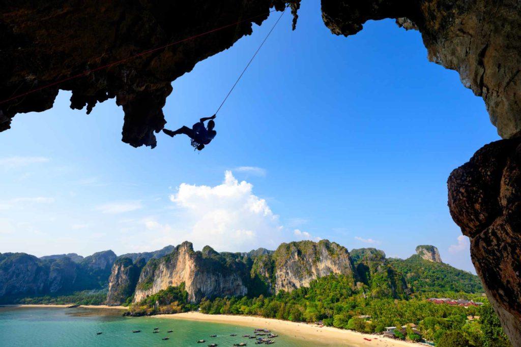 Kletterer am Railay Beach in Krabi