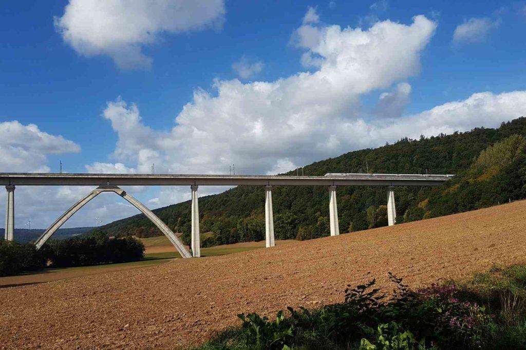 Pfieffetalbrücke bei Melsungen im Test mit weißen Schienen