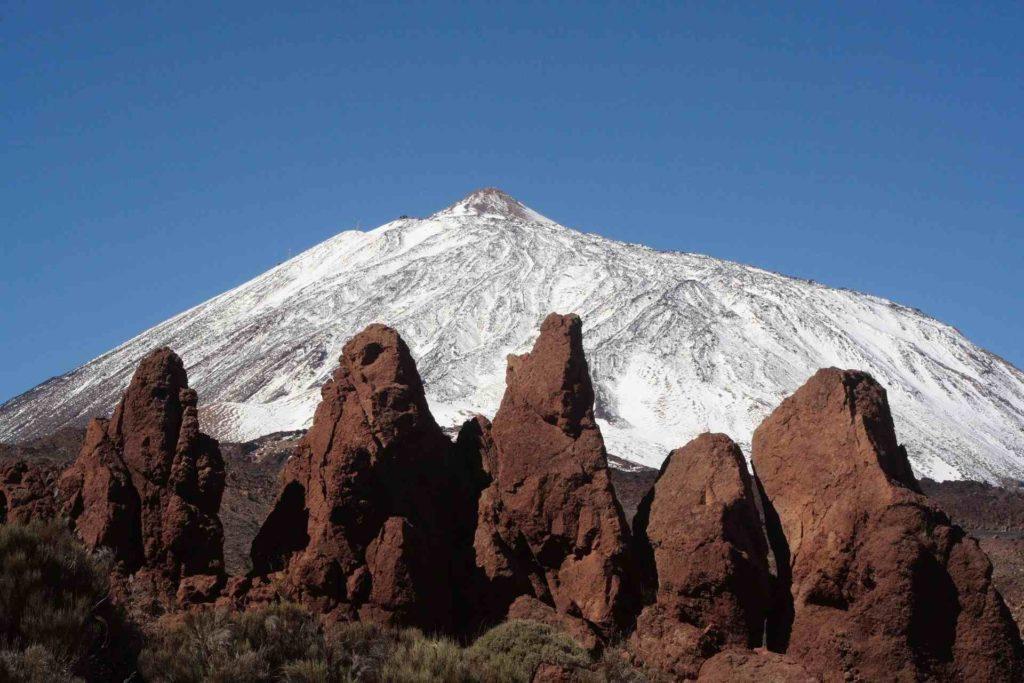 Schneebedeckter Teide im Winter