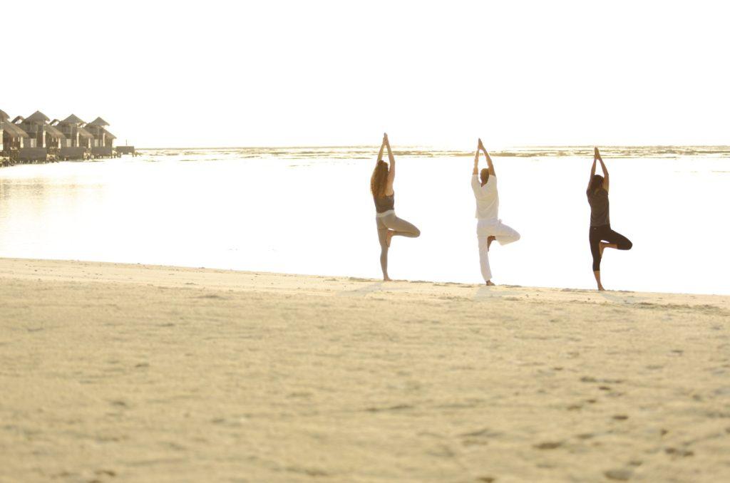Yoga zum Sonnenaufgang im Gili Lankanfushi