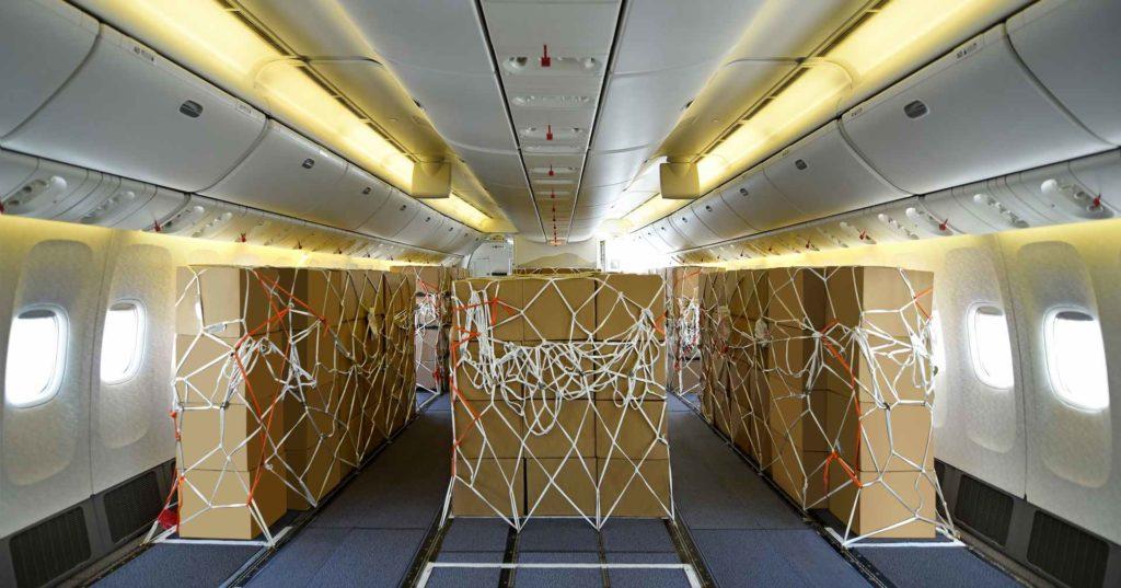 Fracht statt Passagiere in Emirates Boeing 777