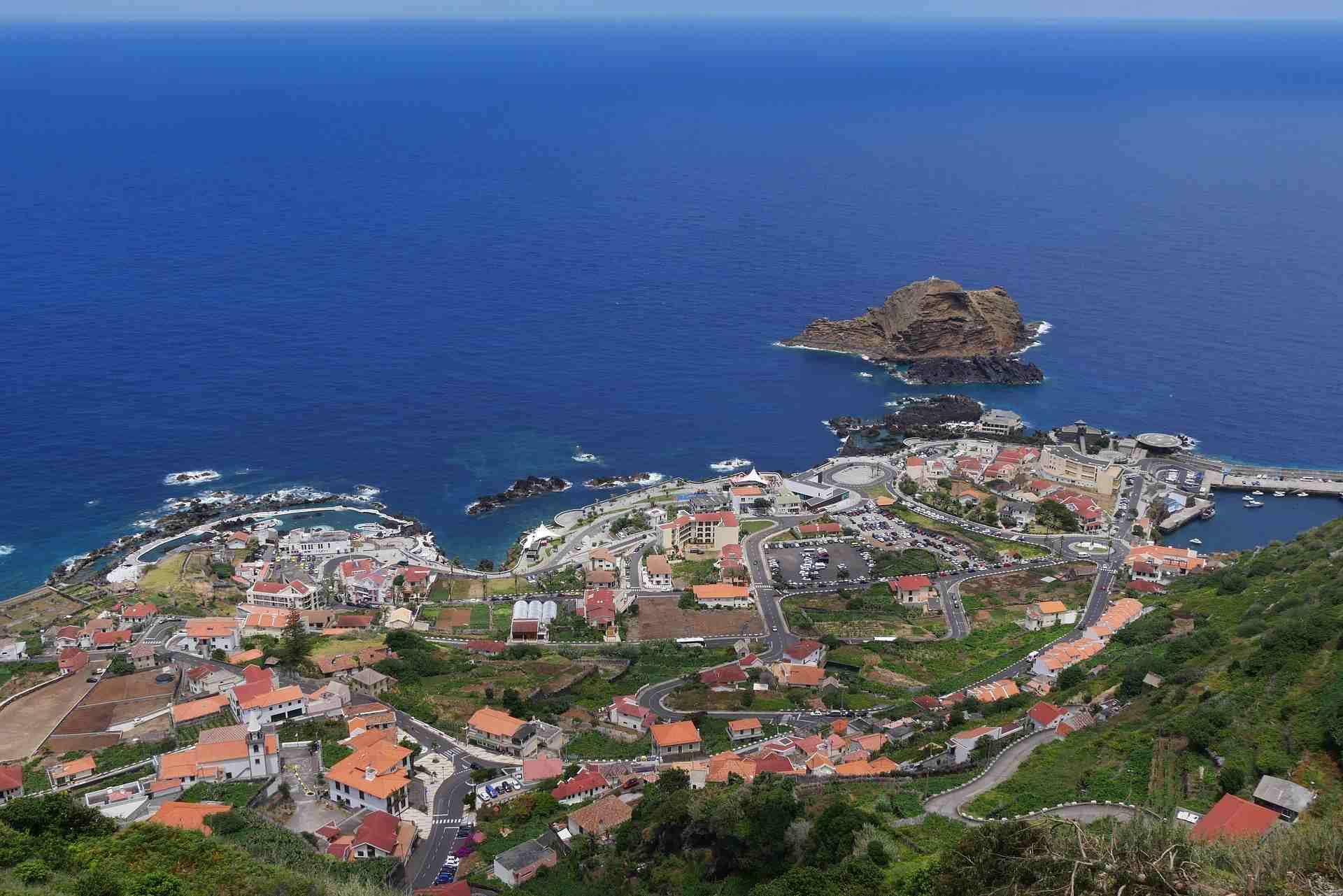 Porto Moniz aus der Vogelperspektive