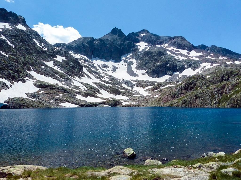 Blauer Bergsee (Ibones Azules) in Aragonien