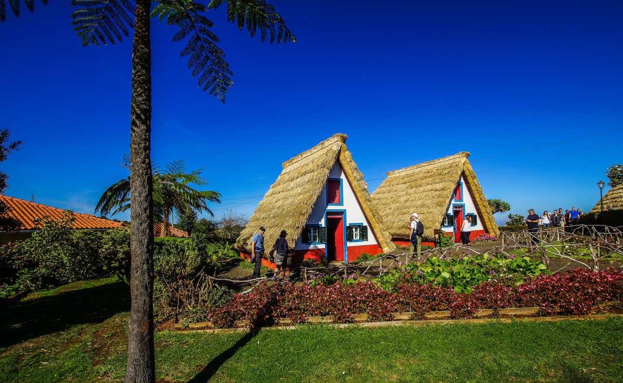 Typische Häuser in Santana auf Madeira