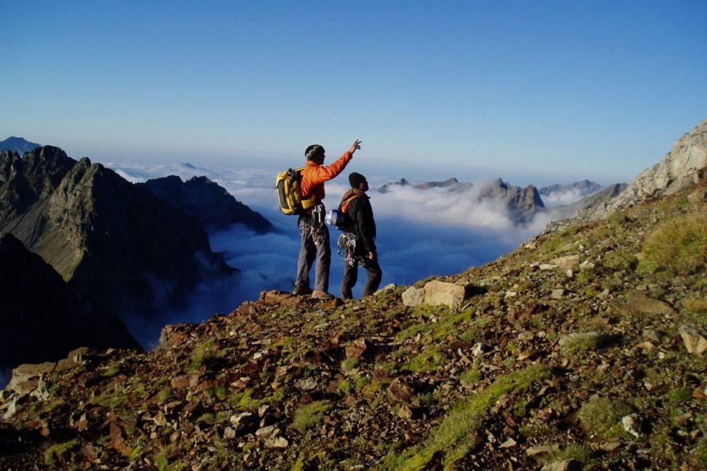 Wanderer im Vignemale Massiv in den Pyrenäen