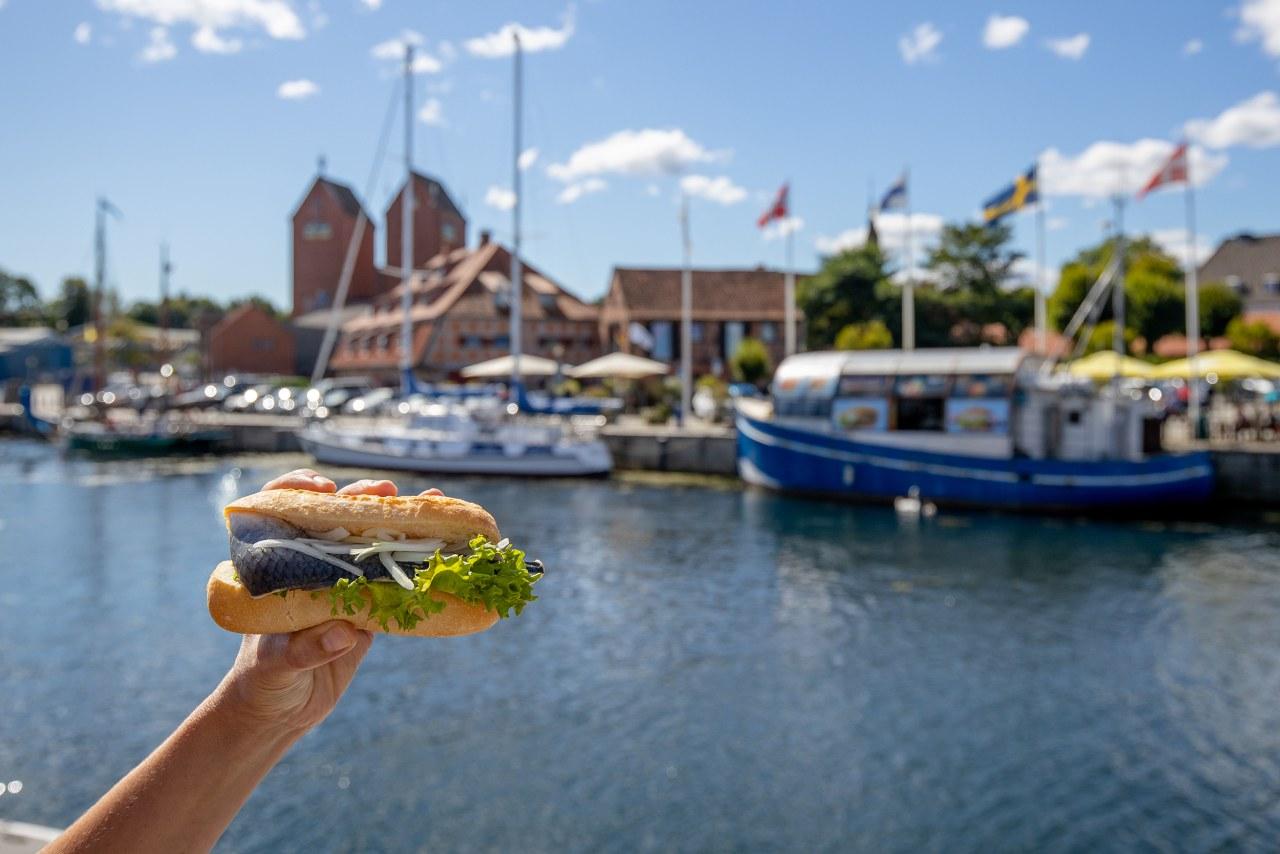Fischbrötchen ist Kult an der Ostsee
