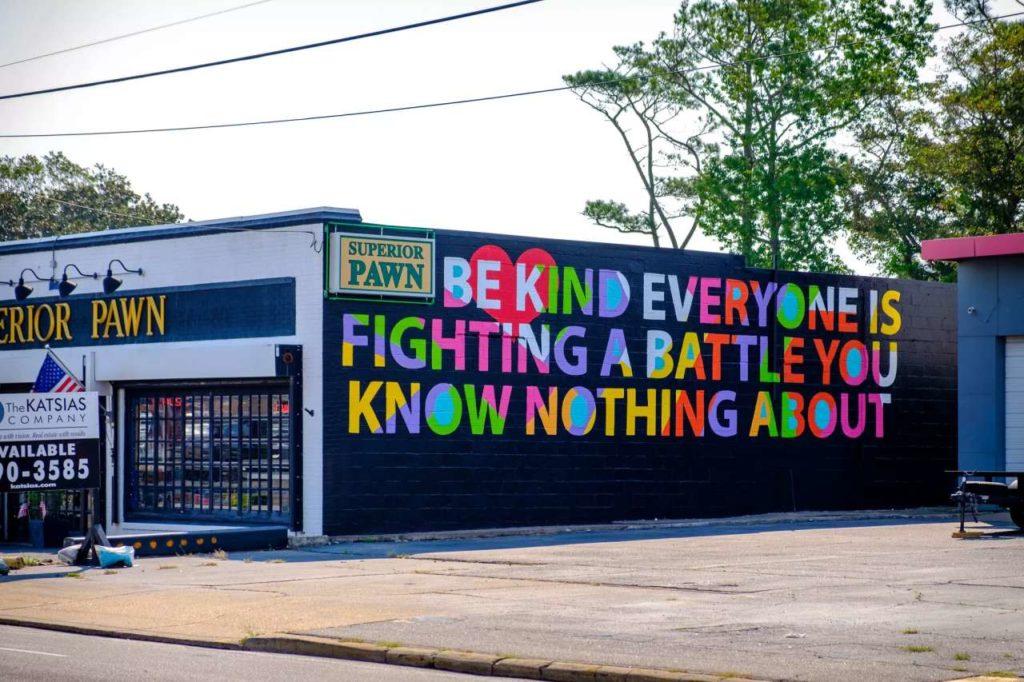 Gesellschaftskritische Botschaften bei Wandmalerei
