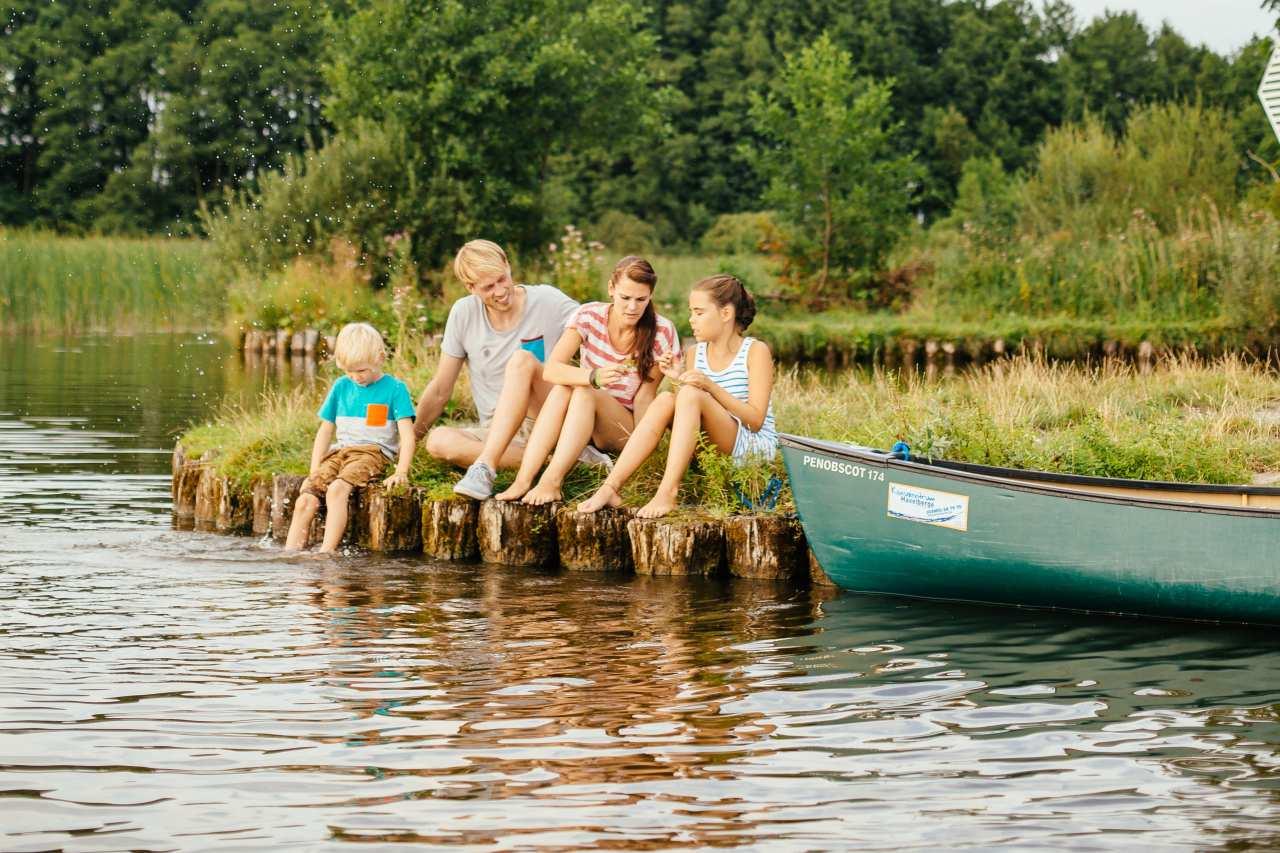 Kanutour mit Familie an der Mecklenburgischen Seenplatte