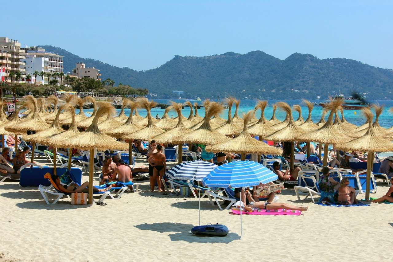 Strand von Cala Millor im Sommer