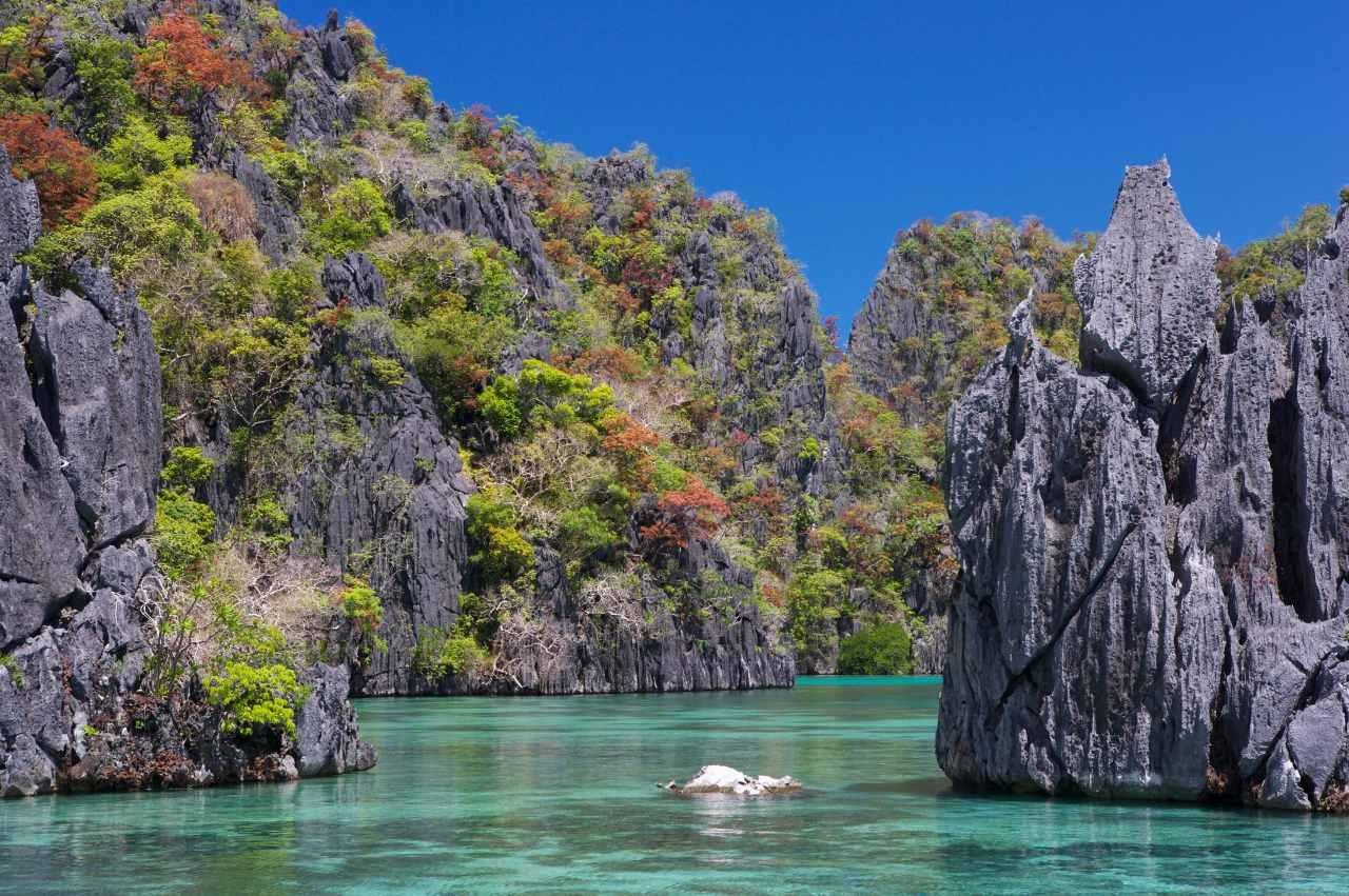 Wasser- und Felsenlandschaft auf Palawan