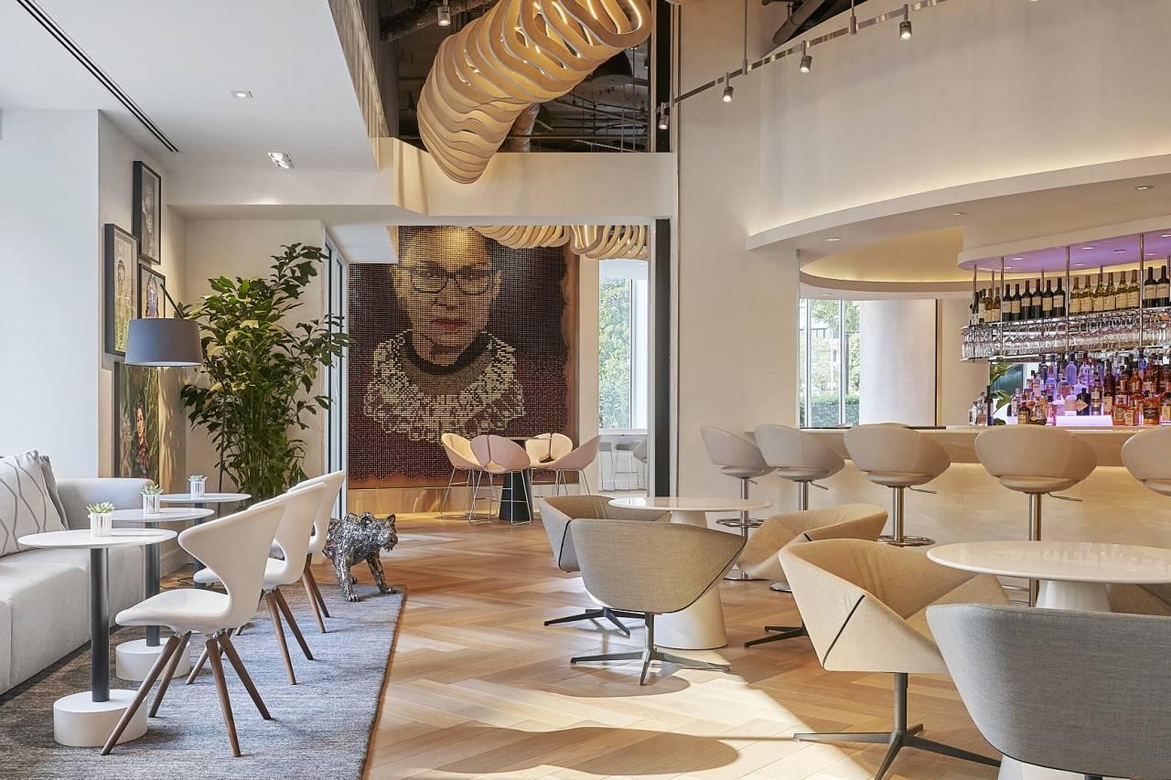 Portrait von Ruth Bader Ginsberg Hotel Zena