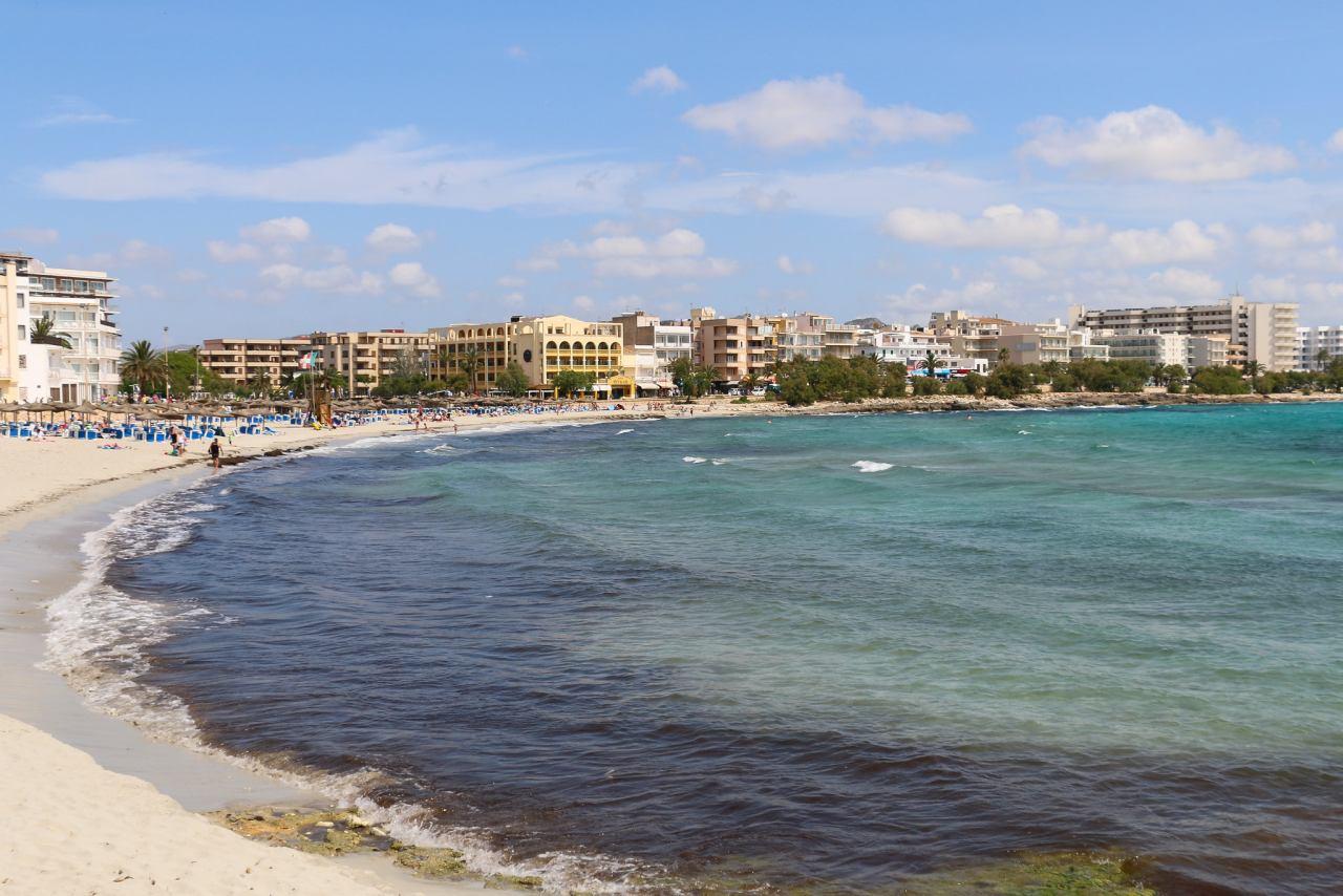 Strand und Promenade von S'Illot