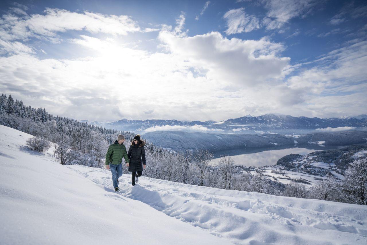 Winterwanderer am Millstätter See