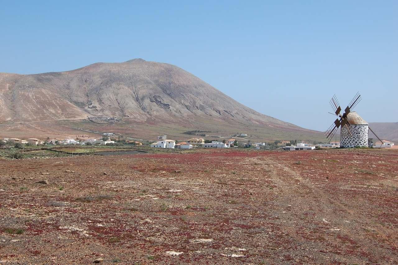 Dorf mit Windmühle Fuerteventura