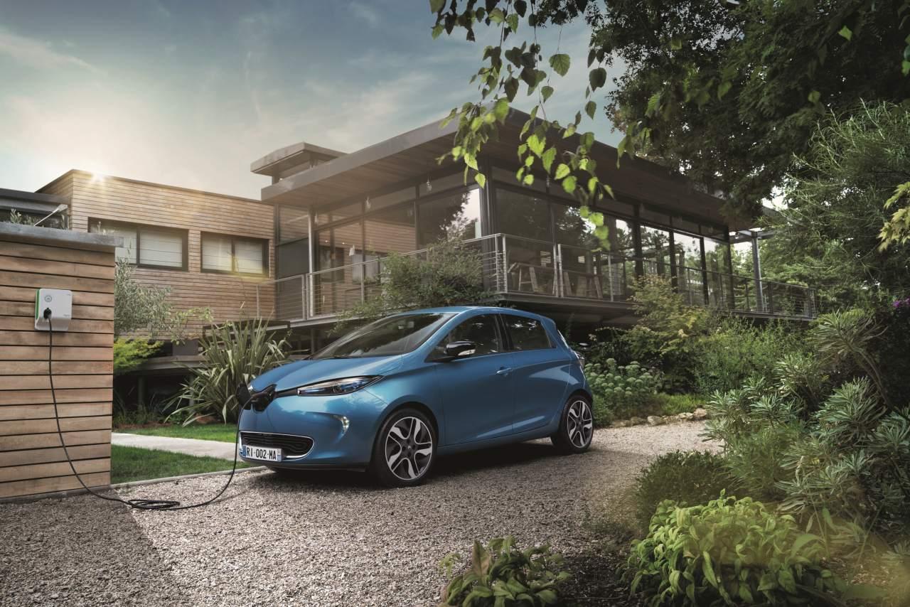 Elektroauto Renault ZOE wird aufgeladen