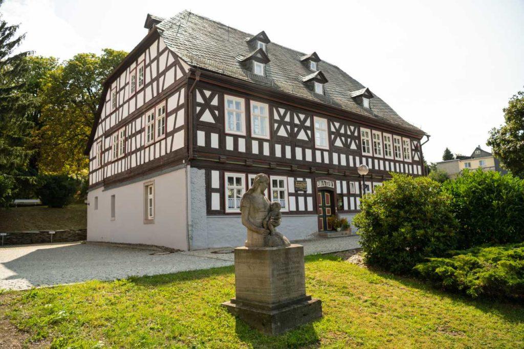Fröbelhaus mit Olitätenstube in Oberweißbach