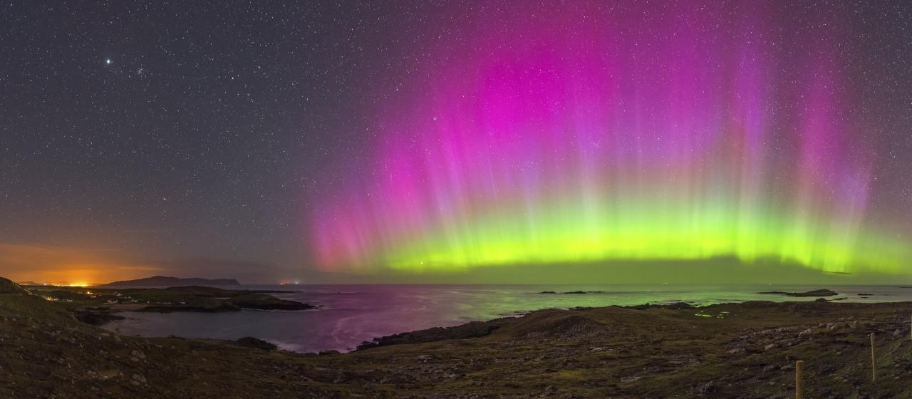 Polarlicht über dem Dooey Beach in Irland