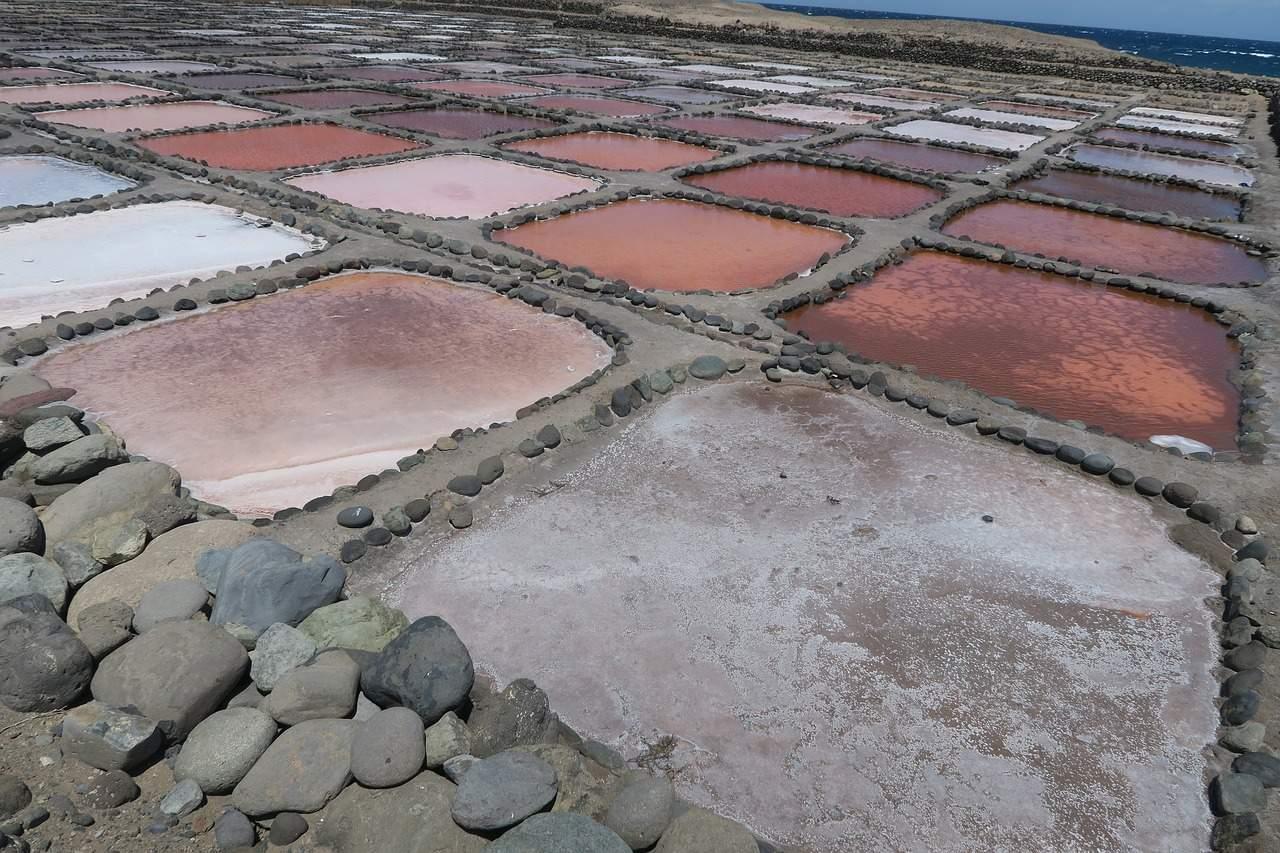 Traditionelle Salzgewinnung aus Meerwasser
