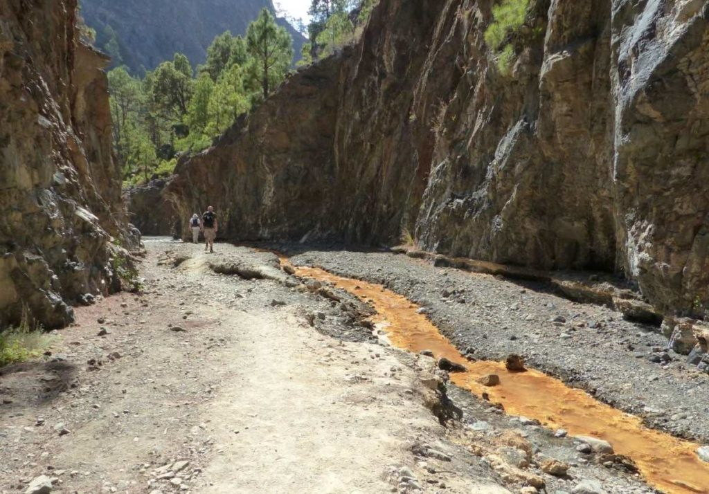 Bachlauf durch den Barranco Rivanceras