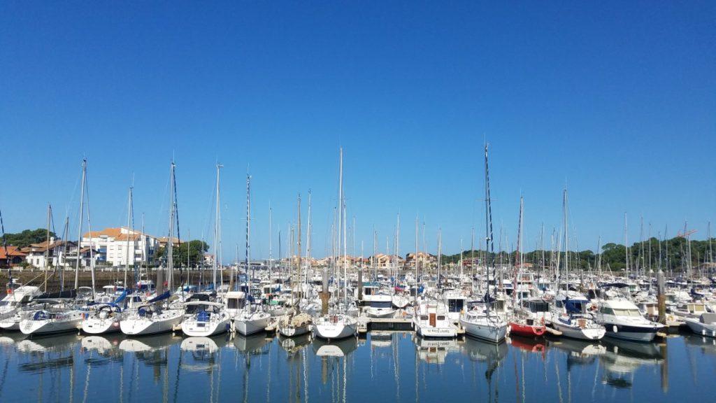 Boote im Hafen von Capbreton