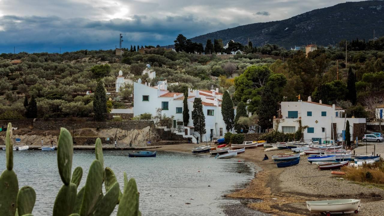 Bucht von Portlligat mit dem Wohnhaus von Salvador Dalí