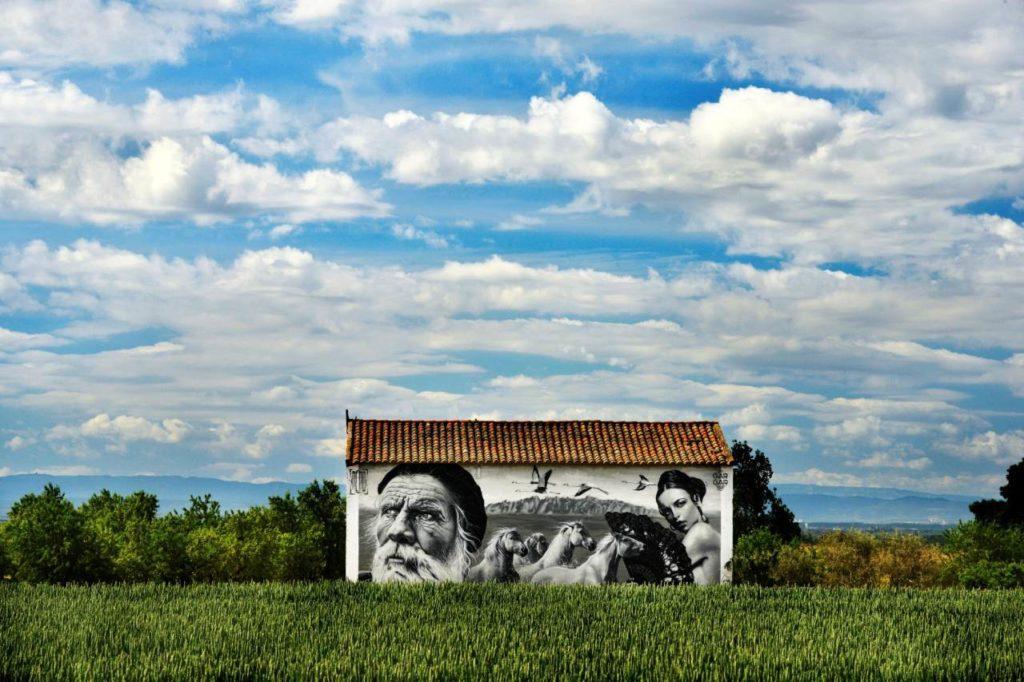 Künstlerisches Graffiti an Scheune Penelles
