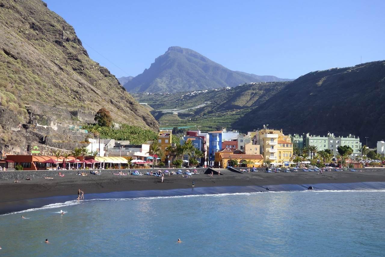 Strand und Promenade von Puerto Tazacorte auf La Palma