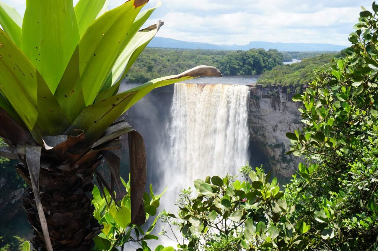 Die Kaieteur Falls - spektakulärster Wasserfall in Guyana