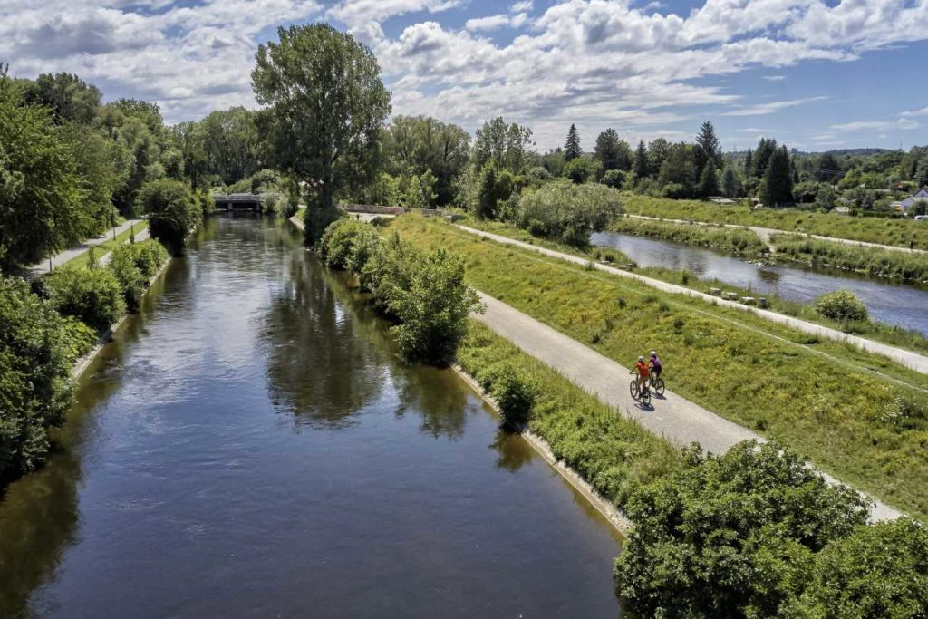 Mit dem Fahrrad entlang der Wertach bei Augsburg