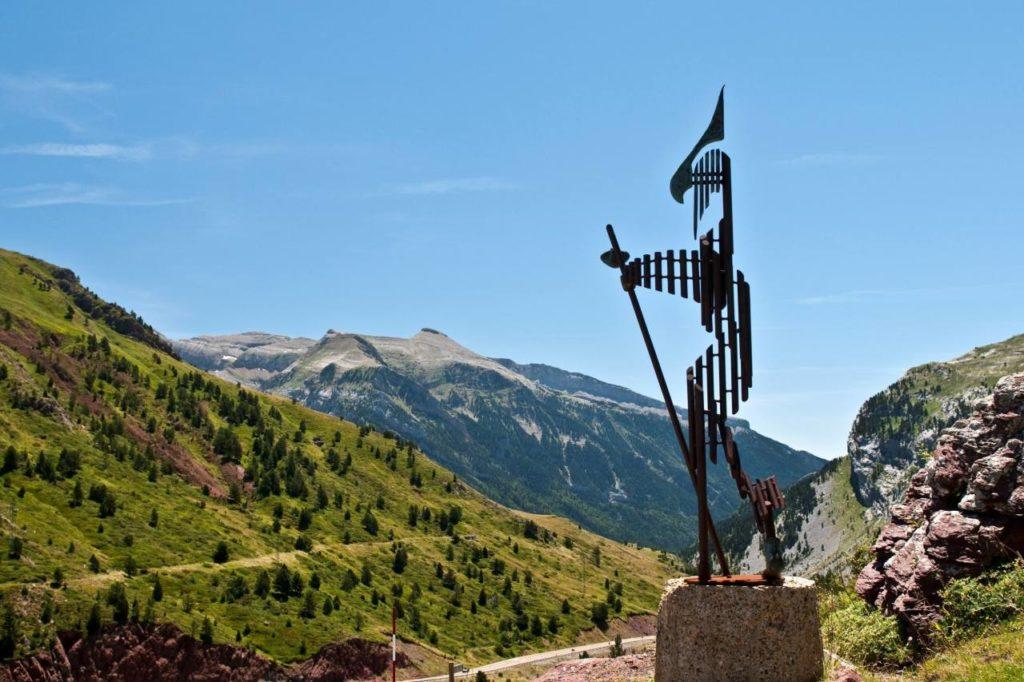 Pilgerdenkmal am Somport Pass in Aragón