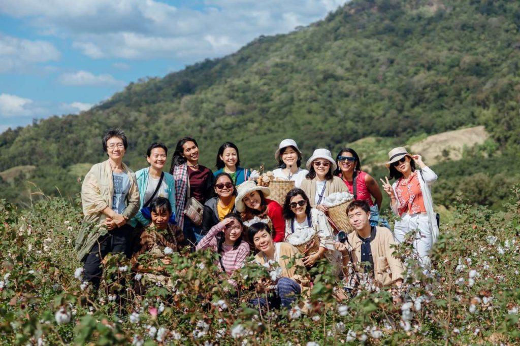 Reisegruppe auf einer Folkcharm Baumwollplantage