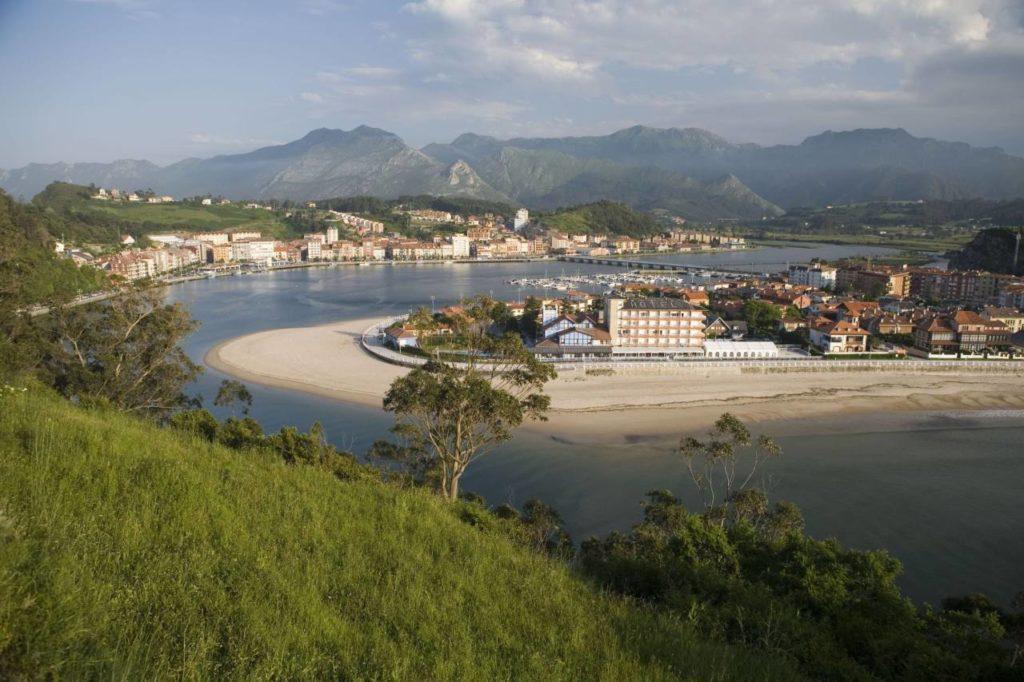 Ribadasella an der Mündung des Flusses Sella