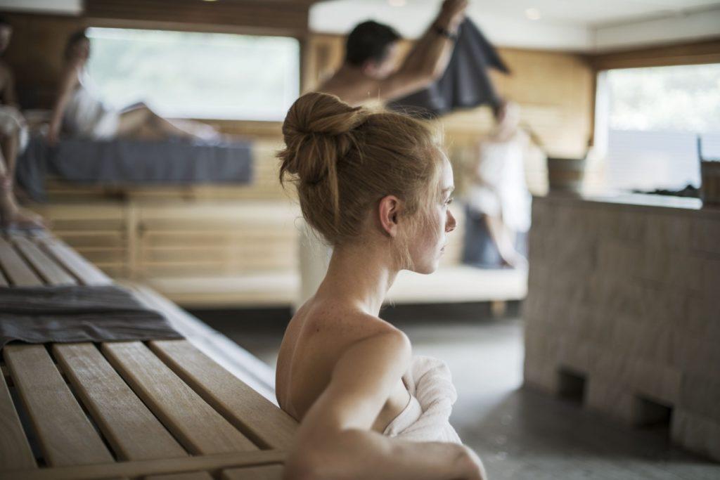 Sauna nur mit Handtuch Therme Meran