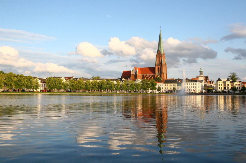 Schweriner Dom mit dem höchsten Kirchturm im Osten Deutschlands