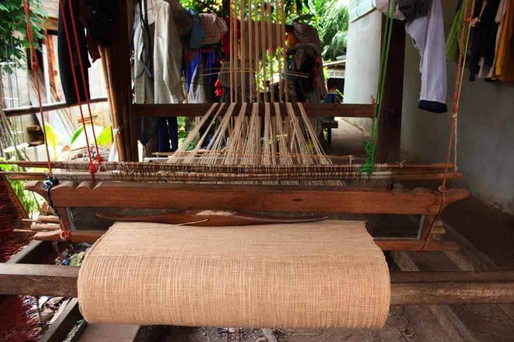 Traditioneller Webstuhl bei Folkcharm Thailand