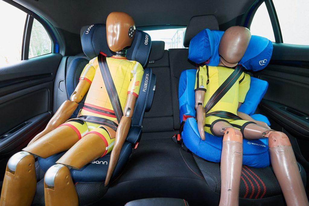 Auswirkung Kindersitz Kopfstütze Ausweichmanöver